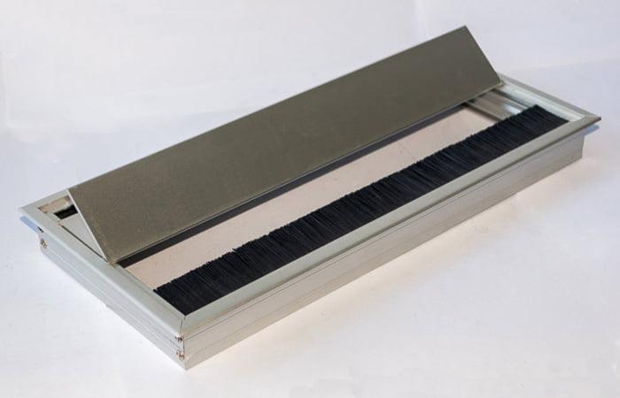 Tiện lợi trong khi sử dụng hộp ổ cắm lắp âm bàn