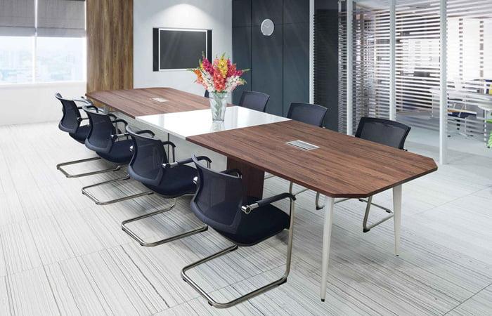 Hộp đi điện trên bàn làm việc mang đến tính thẩm mỹ cao cho không gian bàn làm việc